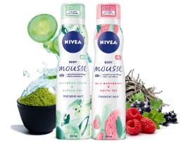 """… als Special Edition mit zwei frischen Duftmischungen: """"Cucumber Touch + Matcha Tea"""" und """"Wild Raspberry + White Tea""""."""