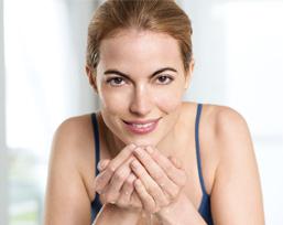 Die neue NIVEA Creme Pflege Reinigungsmilch und die NIVEA Creme Pflege Reinigungstücher reinigen Ihre Haut gründlich und pflegen sie gleichzeitig.