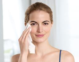 Beide NIVEA Creme Pflege Reinigungsprodukte sind für alle Hauttypen geeignet und lassen sich durch sanftes Streichen leicht anwenden.