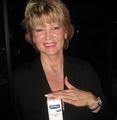Botschafterin Bernadette L. NIVEA Hautstraffendes Öl Q10 plus